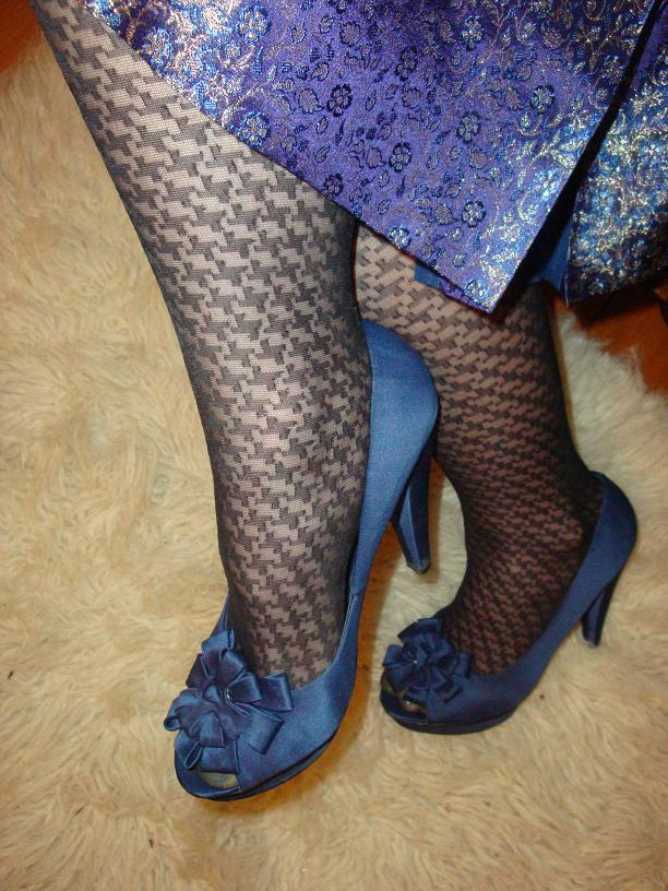 Black Stockings With Open Toed Shoes photo 18