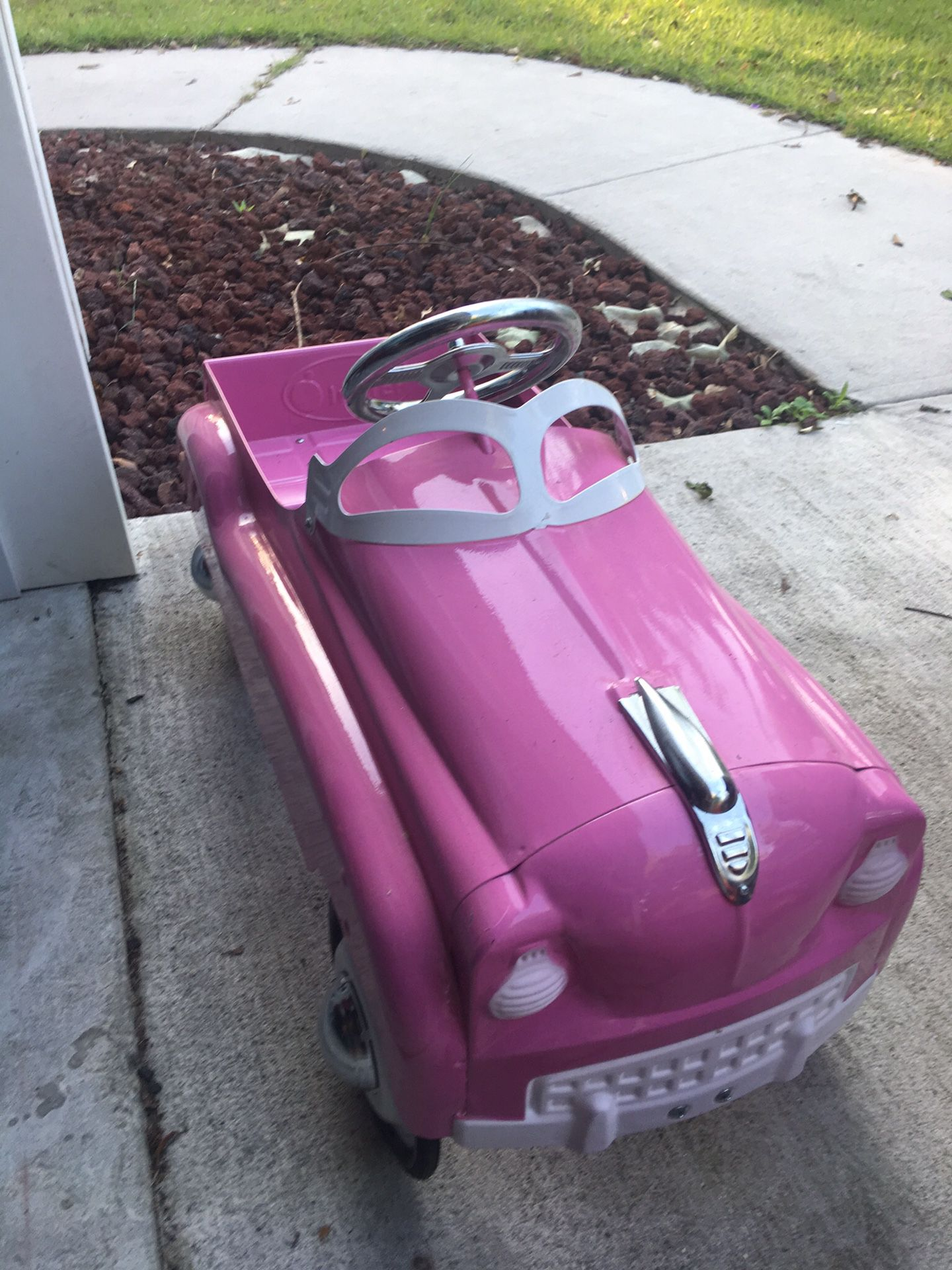 Instep Pink Pedal Car photo 3